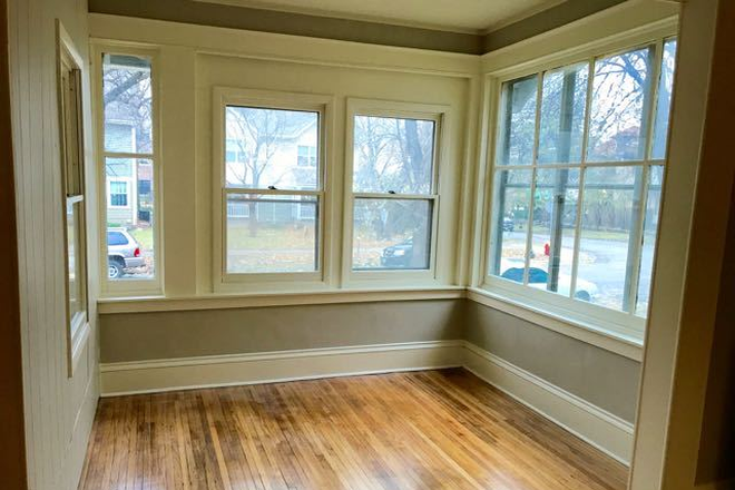 Porch - Fully renovated 4BD 2BA house in historic part of Saint Paul Rental
