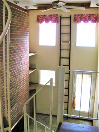 Cathedral ceilings, exposed brick - Beautiful, Remodeled  Otterbein Rowhome $1750 Townhome