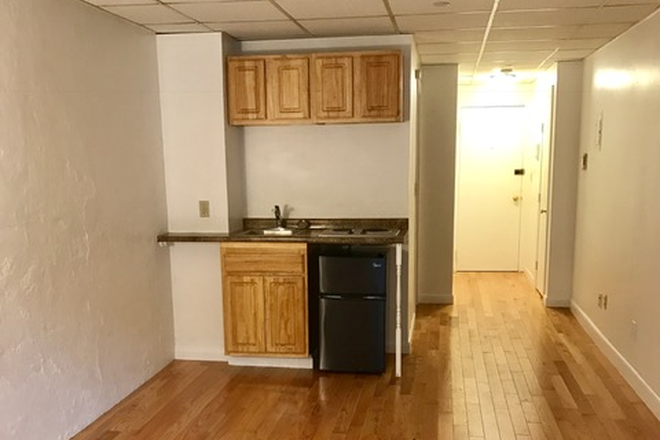 STUDIO - EXTRA LARGE STUDIO WITH NO BROKER FEE AT 854 BEACON STREET AVAILABLE 9/1/2021 Apartments