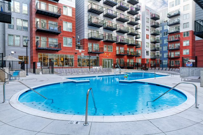 Courtyard Pool - The Deacon Apartments