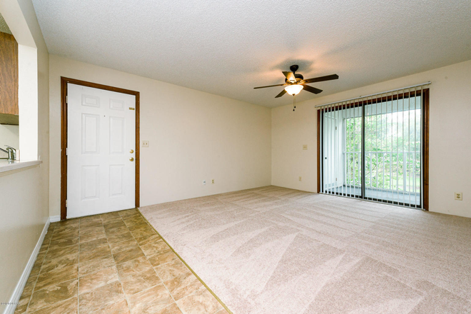 bed - Dr. Owned property/(2 more available) close to campus and clinic/in the heart of port orange Condo