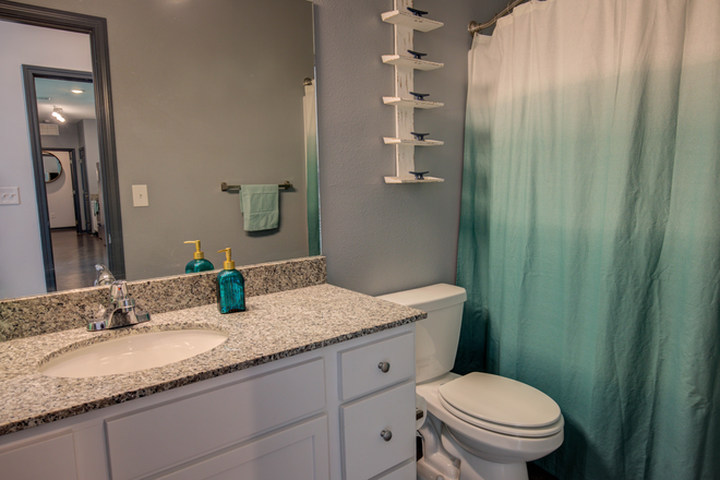 Bathroom 1 - Bellamy Daytona Rental
