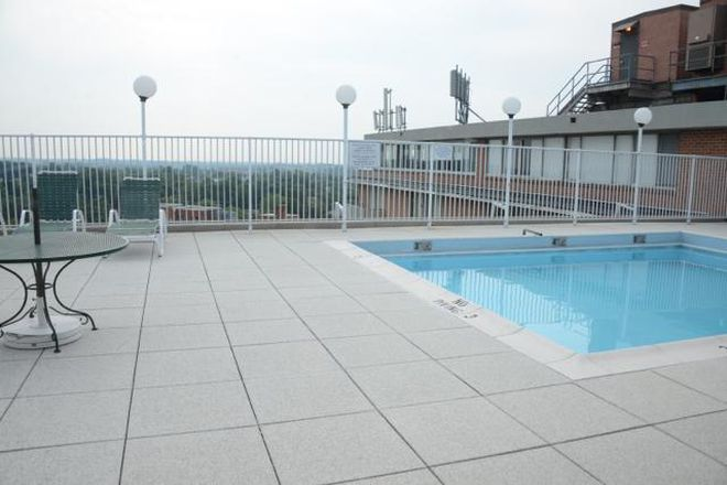 Roof-top pool - University One Condominiums