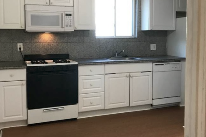 Kitchen - **Updated 2/3/2020**Available 9/1** Spacious 6 Bed / 2 Bath Apartment Close to BU Campus