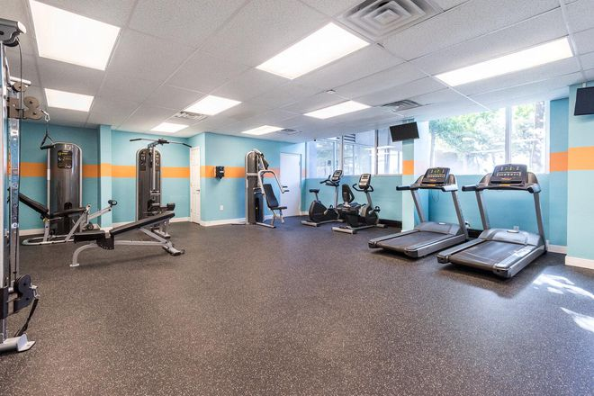 You can break a sweat in our 24 hour fitness center, equipped with ample cardio equipment, weight machines and free weights.