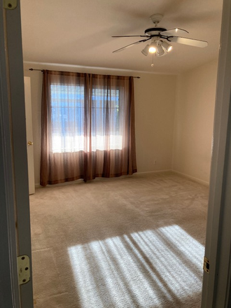 Bedroom - Plaza Del Rey Mobile Home Park, 10 minutes away from campus Rental