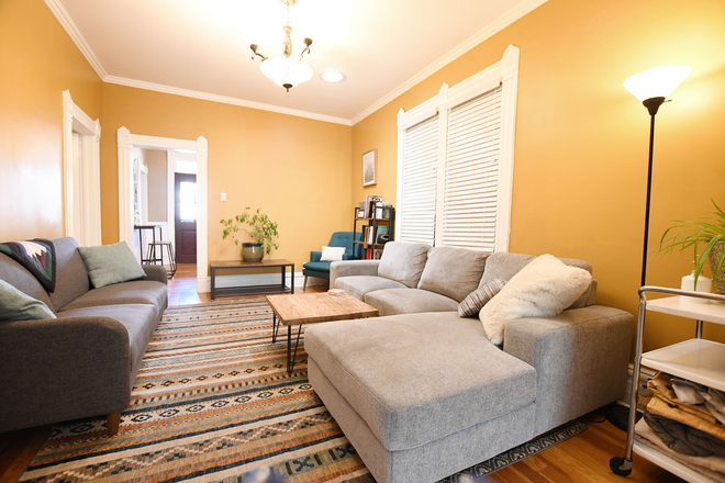 Vintage Charm, Modern Conveniences - Charming 2 Bedroom Home Close To Campus! Rental