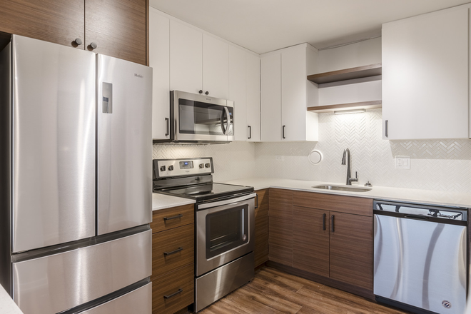 Park Michigan Renovated Kitchen 2019 - Limited Availability