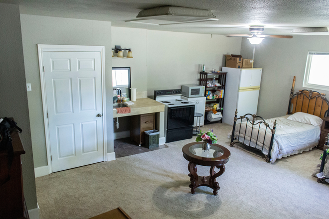 small kitchen - UTD off campus rooms for rent . Rental