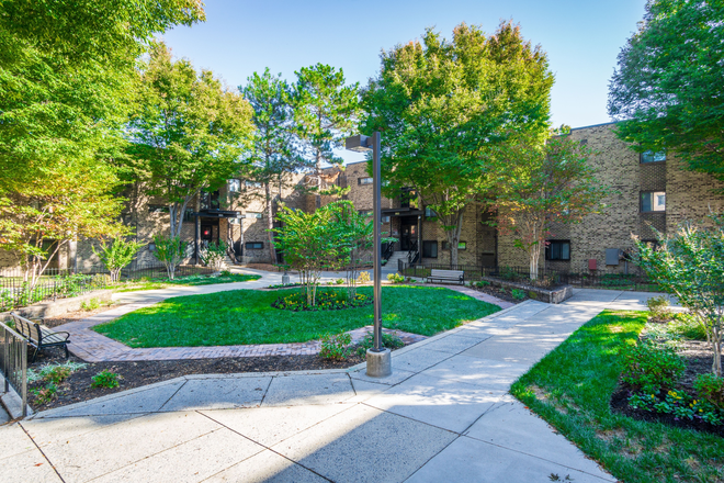 Beautifully Landscaped Courtyard - Heritage at Shaw Station Apartments