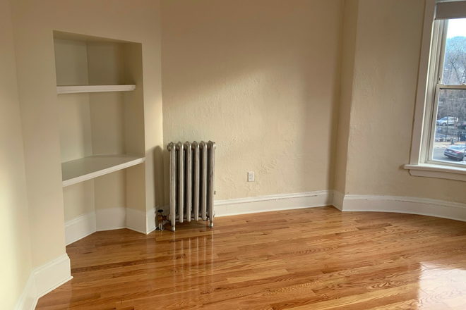 living room - No Broker Fee! 3 Bed/1 bath available now! updated 2/3 Apartments