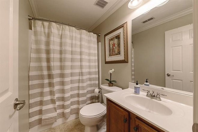 shared bathroom - Comfy-upscale townhome at the right price!