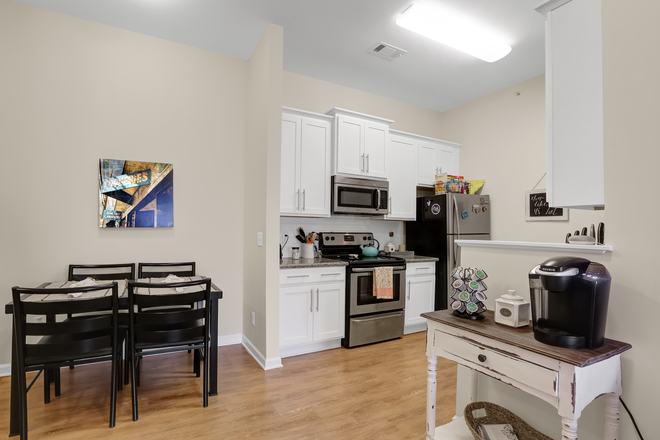 Brighton Kitchen - Elevation Student Living Apartments