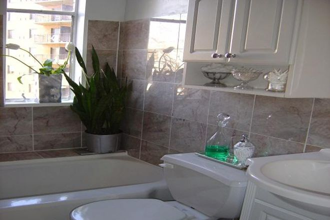 "Marble Bathroom - DuPont Circle - Furnished Jr. 1- Bed.  WIFI & utilities included -50 "" Roku Smart TV -1 block to M Condo"