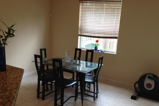living 2 - ROOM FOR RENT IN TOWNHOME  - FIU-UNIV MIAMI