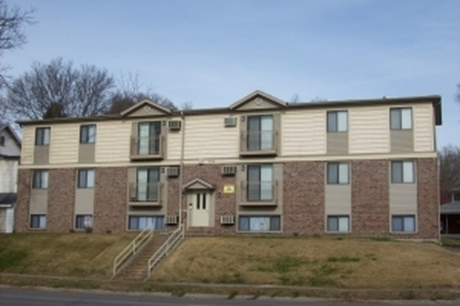 Outside - 21/22 Off Campus, 2 Bedroom, $1099! Apartments