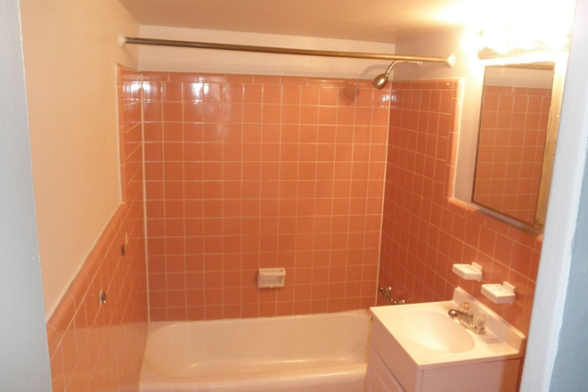 Bathroom with colored ceramic tile