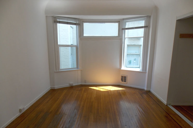 Bedroom #1 - Newly Renovated With Amazing Natural Light! Large 3 Bed/1.5 Bath Nob Hill Apt near Restaurants/Shop