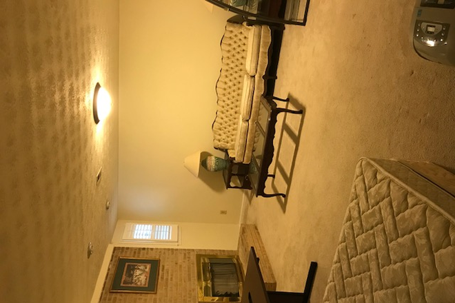 Big room - Basement bedroom with private bathroom and kitchenette Available(Fairfax / Burke VA) Townhome