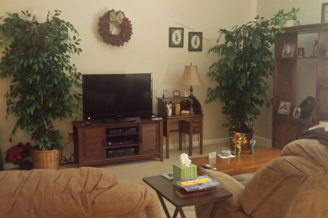 Living Area - Room For Rent, Quiet Location Near Man O' War and Alumni Drive Rental