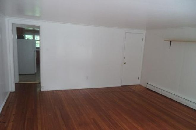 Large rooms in this single family home