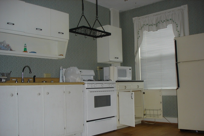 Kitchen - Charming 2 bed, 1 bath Townhouse in Canton