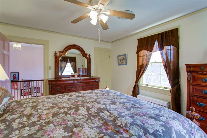 Bedroom - Fully Furnished Queen size bed, with a two-night stand, close to liberty Rental