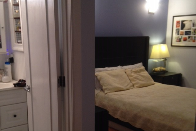 En suite master bedroom - Dupont Circle 2bdrm/2bathrm Apt