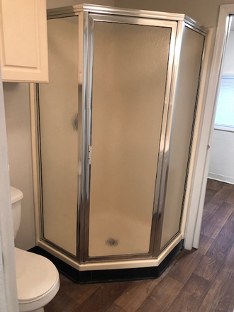 1 Bedroom with Office - Updated Bathroom