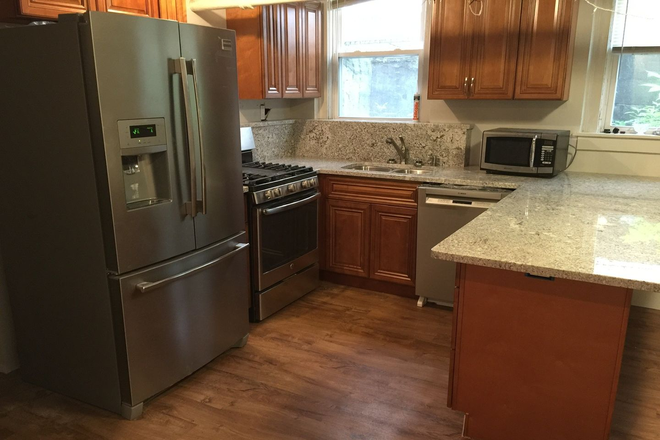 Kitchen - Granite Ctops, stainless, up to 4 unrelated persons, 3-4 BR, 2 Baths!! Awesome!! Apartments