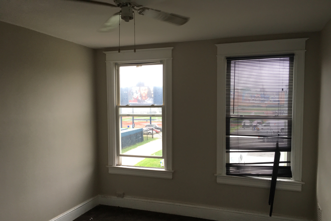Master Bedroom - Student Housing [MOVE IN TODAY] Right Across the Street from Campus Rental