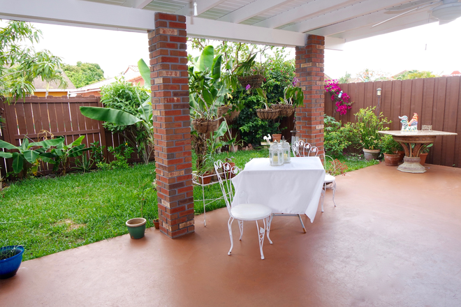 Private Patio - Private Room fully furnished. Everything included. Free Parking. Rental