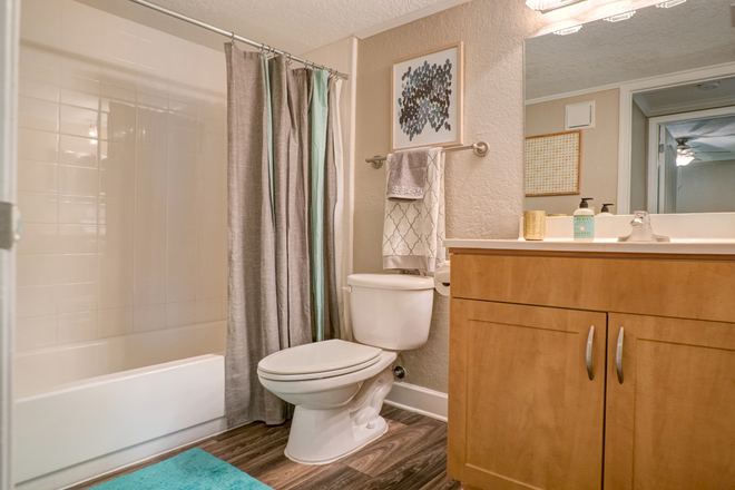 Private Bathroom - Pierpoint Apartments