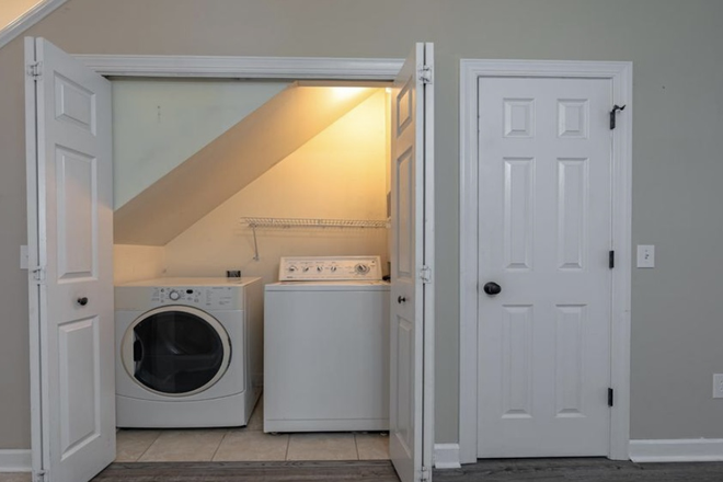 Laundry - House Close to Campus! Apartments