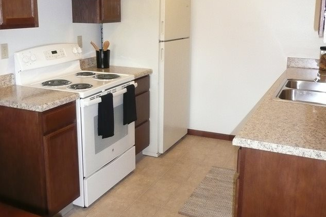 Kitchen - Parkside Manor Apartments