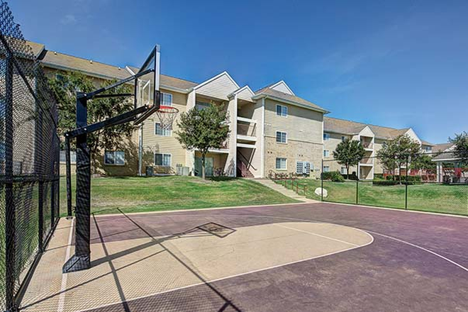Basketball court - Aggie Station Apartments
