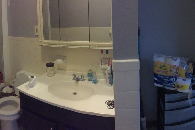 Full bathroom on 2nd floor (pano-click for full picture)