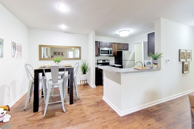 Elite Kitchen/Dining - CampusWalk Apartments