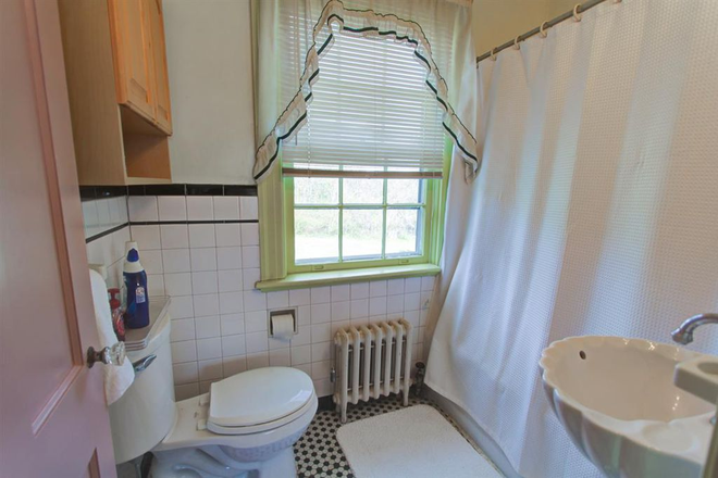Bathroom - Fully Furnished Queen size bed, with a two-night stand, close to liberty Rental