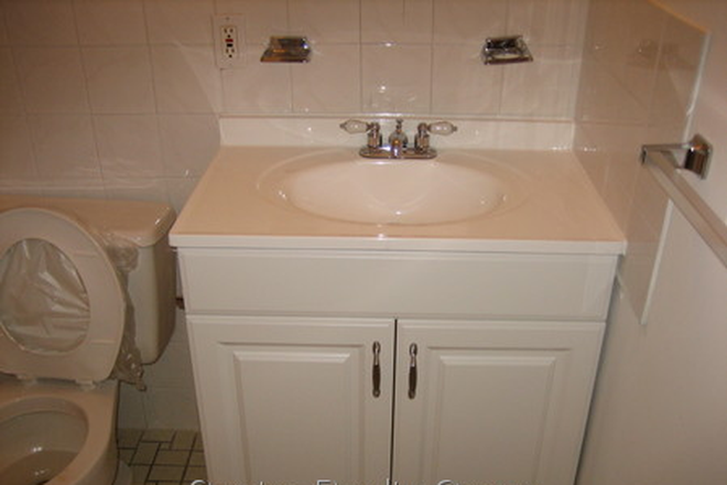 Bathroom - Great 1 bed 1 bath in Waltham Recently Renovated Kitchen & Bathroom Apartments