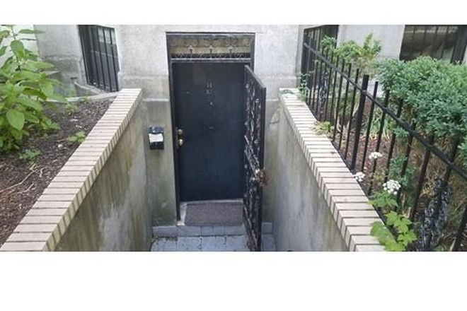 Entrance - One of a Kind 3 Bed/2 Bath Condo Available in Fenway!