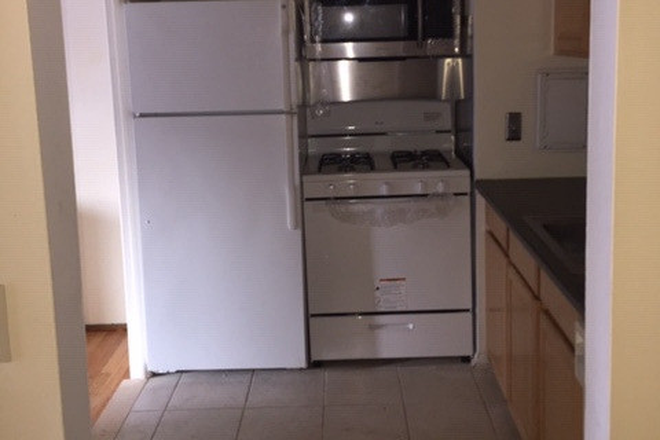 kitchen - 1221 Island Dr. Unit 104  River House- Close to the hospital!  Available NOW Condo