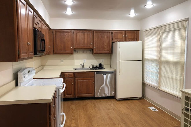Kitchen - FURNISHED TH, NEXT TO GMU, IMMEDIATE OCCUPANCY DISCOUNT Townhome