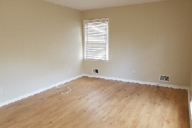 upstairs bedroom - Nicely renovated single family home for rent 10 minutes from KSU. Rental