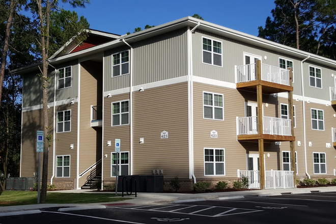 Front of building - Seahawk Cove - Now Leasing for Fall 2020 Apartments
