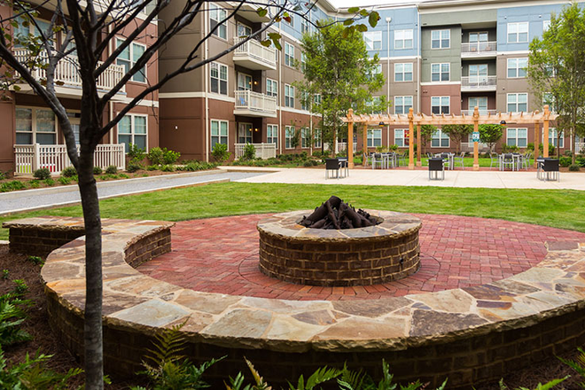 Courtyard fire pit - Ion Tuscaloosa Apartments
