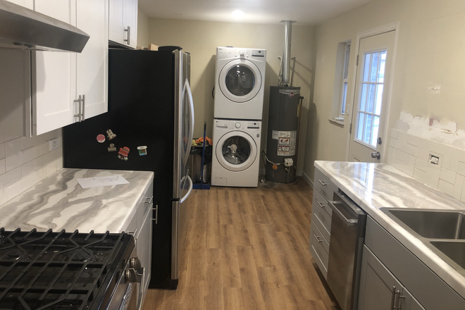 Kitchen and laundry - Park Hill Bunglow Rental