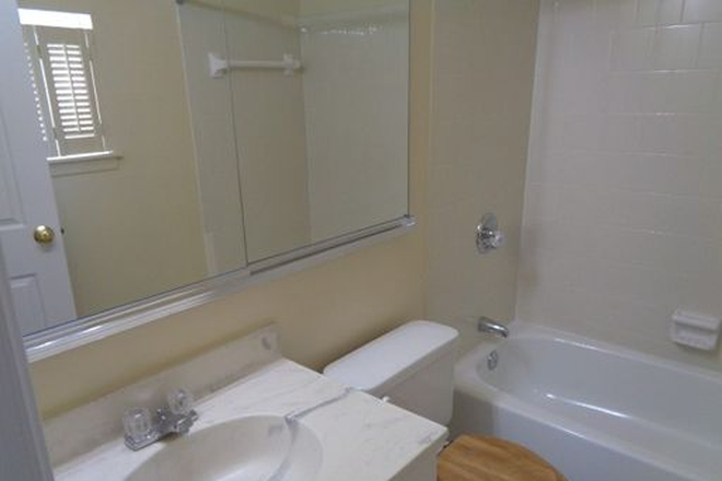 Bathroom - Fantastic 3 Bedroom, 2.5 Bathroom plus Family Room SO close to Hopkins Townhome