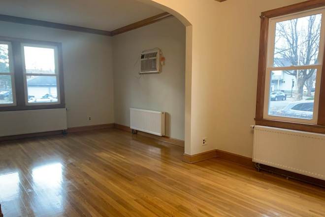 INTERIOR - 4 Bedroom Duplex Units For June Move IN! Rental