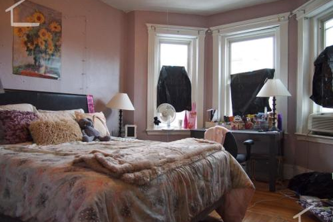 Bedroom - Wonderful 3 bed 1 bath Fenway Apartment Ready for You!